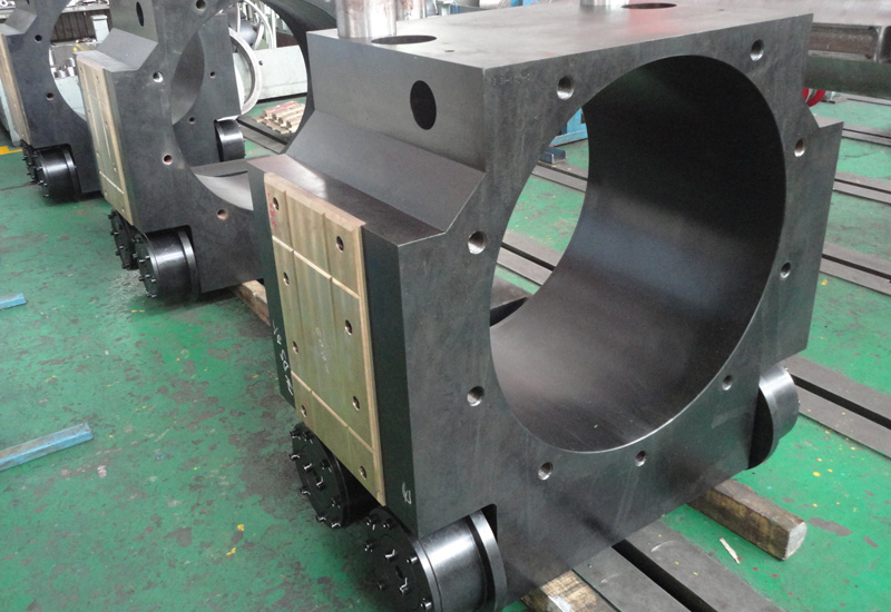 Leveling machine housing assembly